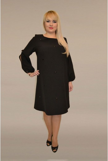807. Черное креповое платье с отделкой из страз.